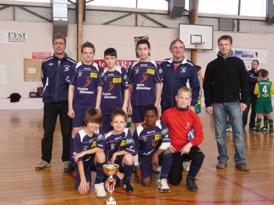 u13b-vainqueurs-coupe-district-futsal-050212-1.jpg